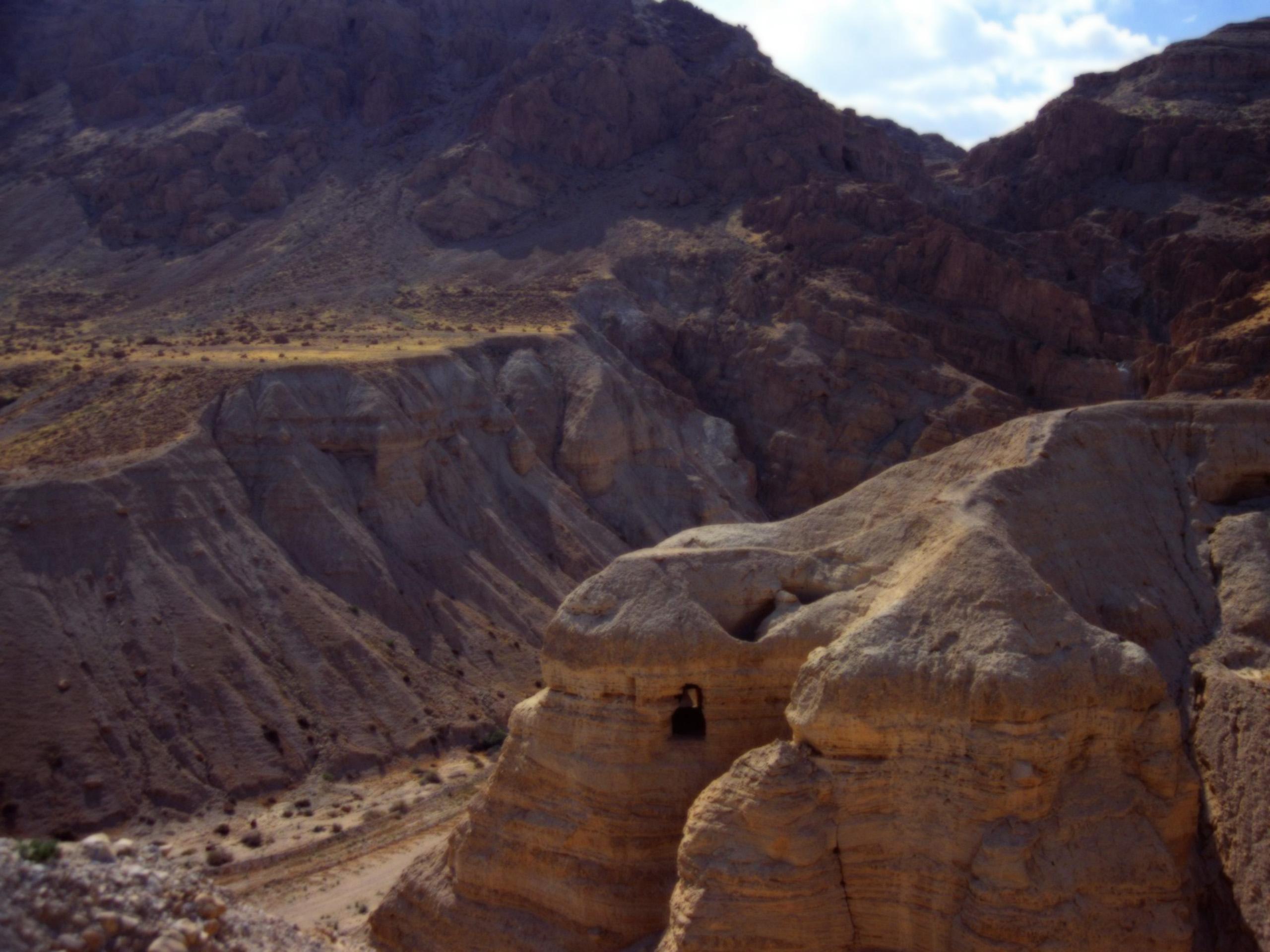 cave-of-the-dead-sea-scrolls-qumran-cave-4-israel-wallpaper_2560x1920_88464